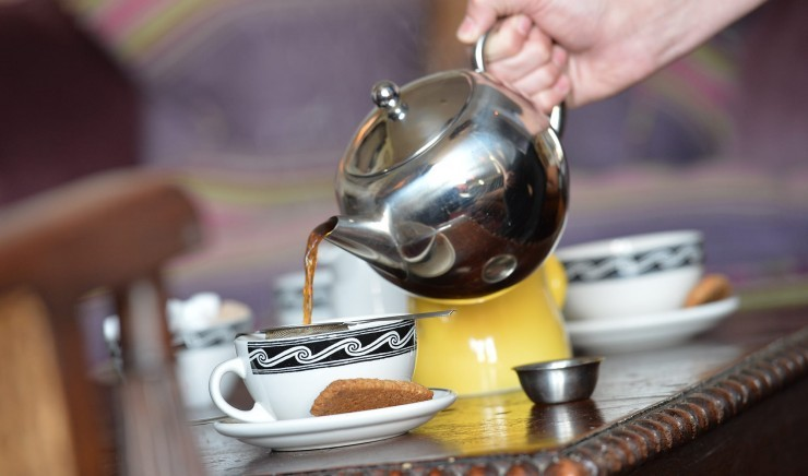 Tea being poured at breakfast at Moonfleet Manor