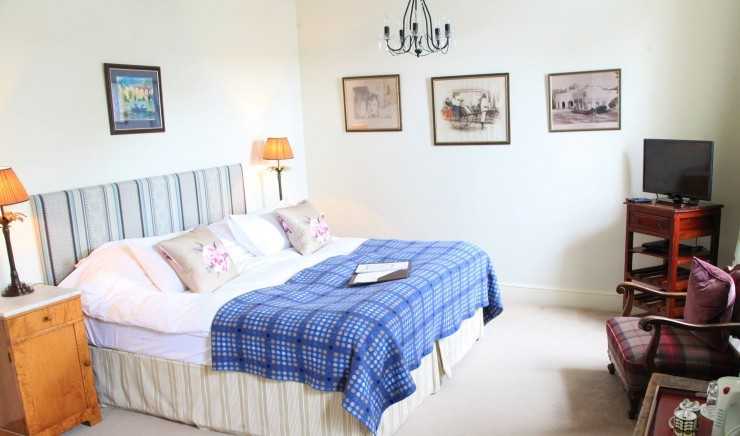 Deluxe two bedroom family room at Moonfleet Manor country hotel.