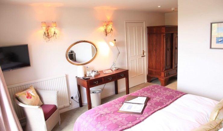 Standard bedroom at Moonfleet Manor country hotel.